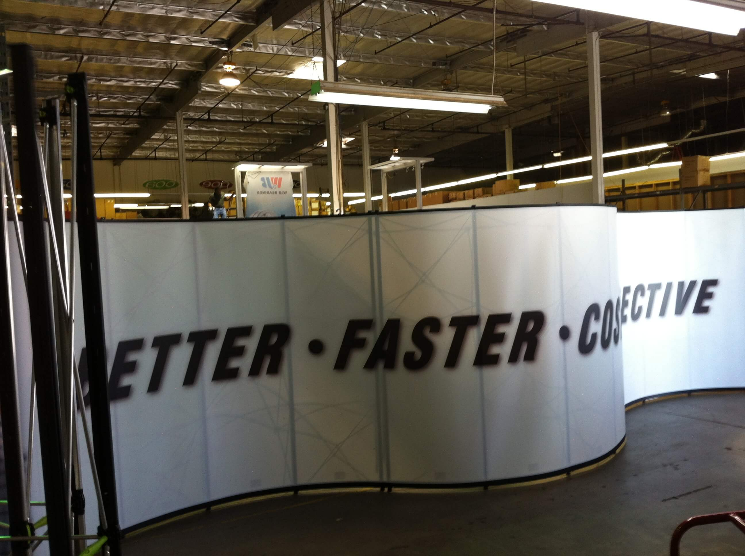 30ft-serpentine-pop-up-display.jpg